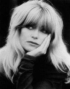 """Goldie Hawn :  Inspiration for Your Day: """"Take five minutes in the morning and evening to quiet your mind. Find a quiet space and focus on your breath. Notice your thoughts and let them fly away. Always return to your breath."""""""