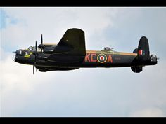 RAF BBMF Lancaster bomber flying over East Fortune in 2014 © Alan Gardner