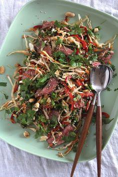 Pasta i kremet tomatsaus og en god del basilikum - Mat På Bordet Thai Beef Salad, Viet Food, Asian Beef, Asian Recipes, Ethnic Recipes, Shredded Beef, Dinner For Two, Soul Food, Food Inspiration