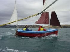 Houdini by John Welsford (LOA: m). Serious, a sailing dinghy with space to sleep two or daysail four. Specs, plans, building logs, photo and video gallery. Sailing Dinghy, Sailing Boat, Cruise, Sleep, Photo And Video, Space, Floor Space, Sailboats, Cruises