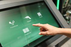 https://flic.kr/p/A3nbLB   Bosch Experience Zone   Digital Signage erobert den Retail-Bereich und findet nun auch Eingang in den Baumarkt.  Die Bosch Experience Zone ist ein innovatives Shop-in-Shop Projekt in Baumärkten, das weltweit umgesetzt wird. Zentrales Ziel ist es, eine Markeninsel zu schaffen, in der die Kunden Informationen und Inspirationen erhalten sowie Produkte praxisnah ausprobieren können. Die Bosch Experience Zone verfolgt einen ganzheitlichen Ansatz und integriert…