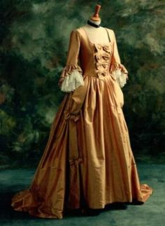 17th Century Dress - Selena would wear gowns exactly like this.
