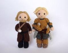 #Game of Thrones Jaime Lannister and Brienne of Tarth Crochet Game, Crochet Cross, Cute Crochet, Crochet Amigurumi, Amigurumi Doll, Crochet Dolls, Game Of Thrones, Geek Art, Geek Culture