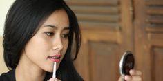 Vemale.com - Ini tips agar make up lebih awet untuk kamu yang memiliki kulit berminyak.