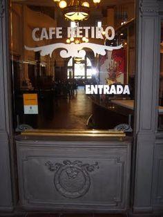 """""""""""CAFE RETIRO"""""""", en la terminal de trenes de la linea Mitre, en Retiro, Buenos Aires."""