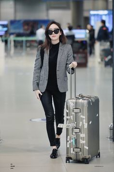 Jessica Jung Airport Fashion 161029 2016