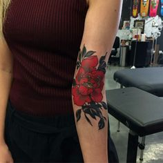Tattoo done by: @yuuztattooer #flower #flowertattoo