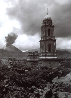 Iglesia en Parangaricutiro, Mexico, 1945
