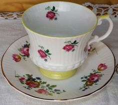 Mismatched Tea cup and Saucer, Elizabethan bone china England, mix & match *et