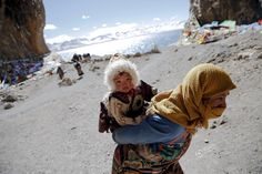 Mother and her kid in Tibet
