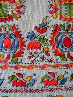 GERMERUDA: ШОПСКИ МОТИВИ Freehand Machine Embroidery, Folk Embroidery, Cross Stitch Embroidery, Embroidery Patterns, Butterfly Cross Stitch, Cross Stitch Borders, Cross Stitching, Cross Stitch Patterns, Sewing Art