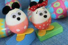 Fun & easy for kids: cute Mickey & Minnie Mouse Easter eggs.