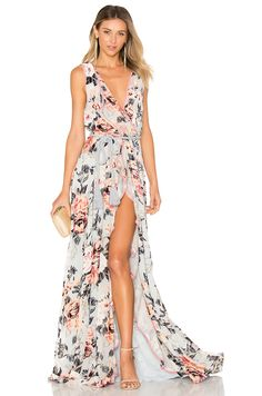 We Are Kindred Natalia Split Front Maxi Dress en Hielo en relieve | REVOLVE