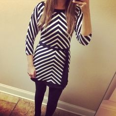 """✨B1G1 FREE✨White House Black Market Chevron Tunic Super cute tunic that is in like new condition. I am 5'4"""" for length reference. Sleeves are slightly dolman like. Super comfortable! 95% polyester 5% spandex. White House Black Market Tops Tunics"""