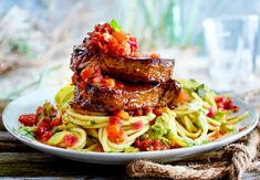 veganize somehow? Pasta looks nice Steak, Spaghetti, Beef, Chicken, Cooking, Ethnic Recipes, Teller, Food, Nice