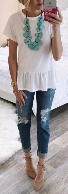 Spring Basics Addiction: 50 Trendy Outfit Ideas To Go With - Mom Dress Casual - ideas of Mom Dress Casual - Love this take off on a plain white tee. I have a definite shortage of white summery shirts and tops including basic tee Autumn Fashion Casual, Fall Fashion Trends, Casual Fall, Spring Fashion, Casual Summer, Winter Fashion, Fashion Ideas, Summer Ootd, Casual Weekend