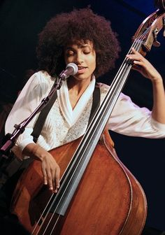 Esperanza love her Jazz Artists, Jazz Musicians, Music Artists, Esperanza Spalding, Double Bass, Smooth Jazz, Jazz Blues, My Favorite Music, Music Is Life