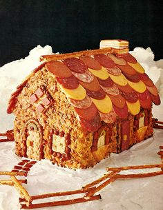 Meat and cheese house instead of a Gingerbread house. Gross Food, Weird Food, Scary Food, Retro Recipes, Vintage Recipes, Vintage Cooking, Vintage Food, Cracker House, Hansel Y Gretel