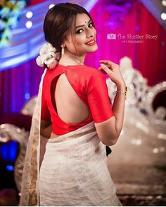 Shop for a variety of blouses in high neck, sleeveless, boat neck, sleeveless, embroidered & more online. Stylish Blouse Design, Fancy Blouse Designs, Blouse Neck Designs, Blouse Styles, Traditional Fashion, Traditional Dresses, Buy Designer Sarees Online, Indian Beauty Saree, Indian Sarees