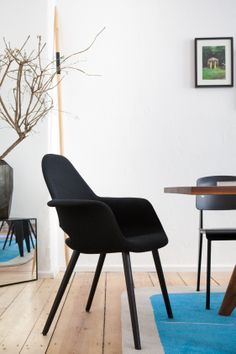 Organic Conference Chair manufactured by Vitra, designed by Ray &Charles Eames and Eero saarinen 1940.