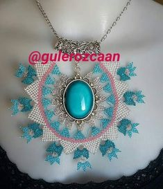 This Pin was discovered by Gul Bold Necklace, Pendant Necklace, Gemstone Jewelry, Diy Jewelry, Native American Beading, Beading Projects, Filet Crochet, Stone Beads, Crochet Flowers