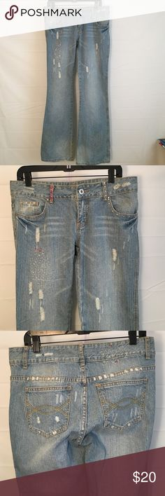 """Vanilla sz 13 Flare Bling Jeans Vanilla Jeans size 13 very nice flare jeans with bling ... 30"""" inseam ... ..BUNDLE 4 or more & SAVE 30%!!! Vanilla Star Jeans Flare & Wide Leg"""