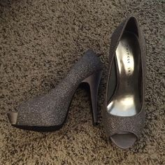 NWOT Heels size 7 never worn. Perfect condition Chinese Laundry Shoes Heels