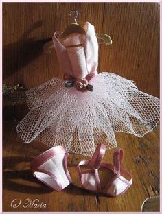 Ballerina Oufit for Blythe Doll. Click for pattern & tutorial  #diy #crafts #doll #blythe #ballerina