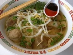 eat now,cry later pho recipe and links to other Asian dishes Indian Food Recipes, Asian Recipes, Ethnic Recipes, Pho Beef, How To Make Pho, Soup Recipes, Cooking Recipes, Yummy Recipes, Cambodian Food