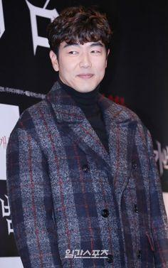 Pea Coat, Gentleman, Thailand, Drama, It Cast, Coding, Range, Japan, Led