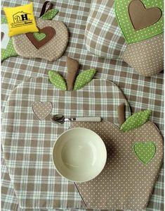 Tovaglietta americana a forma di mela Imbottita Angelica Home & Country Collezione Mele in Beige Decoro Beige a Pois