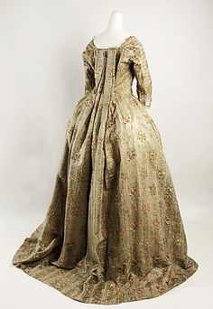 Robe à la Française Date: Culture: French Medium: silk, metal thread 18th Century Dress, 18th Century Costume, 18th Century Clothing, 18th Century Fashion, Rococo Fashion, 1800s Fashion, Vintage Fashion, Victorian Fashion, Vintage Outfits