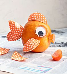Easy No-Carve Pumpkin Decorating Ideas for Kids Make a cute goldfish with a small pumpkin with cupcake liners and googly eyes. Easy No-Carve Pumpkin Decorating Ideas for Kids Make a cute goldfish with a small pumpkin with cupcake liners and googly eyes. Cute Pumpkin, Pumpkin Crafts, Creative Pumpkins, Small Pumpkins, Painted Pumpkins, Carving Pumpkins, Mini Pumpkins, White Pumpkins, Party