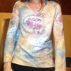 One world women's tops size large One world long abstract top size large fits medium I normally take a medium and this fits me cute abstract pattern ! ONE WORLD Tops Tees - Long Sleeve