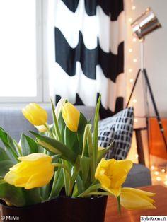 Olohuone - Sisustuskuvia jäseneltä MiiMii - StyleRoom Marimekko, Curtains, Home Decor, Blinds, Decoration Home, Room Decor, Draping, Home Interior Design, Picture Window Treatments