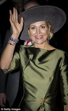 Dutch Queen Maxima waves as she attends the opening of the exhibition Een Koninklijk Paradijs (A Royal Paradise) at The Augustijnen Church. Occasion Wear Dresses, Dutch Queen, Olive Dress, Queen Maxima, Royal Fashion, Royalty, Museum, Celebrities, How To Wear