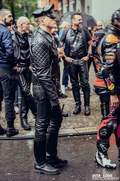 Just a Leather addicted Guy From Germany Motorcycle Leather, Biker Leather, Leather Blazer, Leather Men, Leather Boots, Black Leather, Leather Fashion, Mens Fashion, Leder Outfits