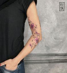 Cherry blossom tattoo black and white. Smal Tattoo, 3 Tattoo, Cover Tattoo, Wrist Tattoos, Flower Tattoos, Body Art Tattoos, Sleeve Tattoos, Chain Tattoo, City Tattoo