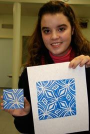 Print making. Looking at islamic tile art and making prints to create repeating patterns Stencil, Classe D'art, Islamic Tiles, Middle School Art Projects, 4th Grade Art, 3rd Grade Art Lesson, Atelier D Art, Inspiration Art, Ecole Art