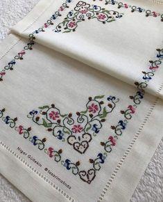 Cross Stitch Tree, Cross Stitch Flowers, Cross Stitch Charts, Cross Stitch Designs, Flower Embroidery Designs, Embroidery Hoop Art, Cross Stitch Embroidery, Embroidery Patterns, Pinterest Cross Stitch