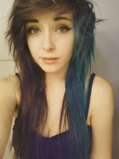 i really really really love her hair. like if only my hair would do this if it was cut this way.and if i had the look to fit it Pelo Emo, Emo Haircuts, Emo Scene Hair, Dye My Hair, Grunge Hair, Love Hair, Green Hair, Looks Cool, Pretty Hairstyles