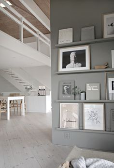 After I painted the hallway and kitchen in warmer colors, I had to replace the perfect grey with a warmer greige in the living room as well. I needed a The post Greige book and art wall appeared first Room Inspiration, Interior Inspiration, Decoration Hall, Home And Living, Living Room, Grey Walls, Home Projects, Interior Architecture, Home Interior