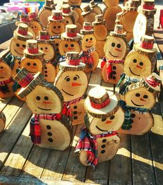 Fantastic Pic Xmas crafts with wood Style Obtaining a night of Xmas art thought brainstorming. It is really 5 days and nights ahead of Christm Wooden Christmas Crafts, Christmas Craft Show, Outdoor Christmas Decorations, Diy Christmas Ornaments, Homemade Christmas, Rustic Christmas, Christmas Projects, Christmas Themes, Holiday Crafts