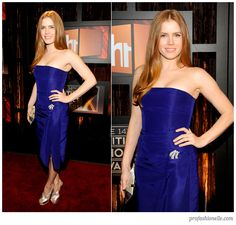 Amy Adams in Oscar de la Renta. Redheads in blue are gorgeous everytime!