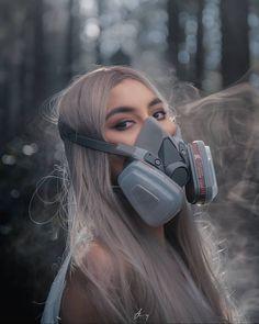 Gas Mask Girl, Oxygen Mask, Respirator Mask, Vintage Photos, Women's Fashion, Girls, Crowns, Little Girls, Fashion Women