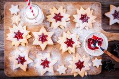 Linecké hviezdičky   Recepty.sk Christmas Desserts Easy, Easy Desserts, Christmas Cookies, Chocolates, Torte Recepti, Desert Recipes, No Bake Cake, Baking Recipes, Vanilla