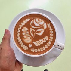 The Most Satisfying Cappuccino Latte Art - Coffee Brilliant Joe Coffee, Coffee Latte Art, Coffee Snobs, Coffee Cream, Coffee Cafe, I Love Coffee, Coffee Drinks, Coffee Wiki, Coffee Lovers