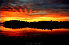 Nuvens coloridas ao entardecer às margens da Represa Billings.