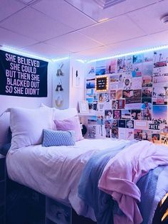 Bedroom Decor For Teen Girls, Teen Room Decor, Room Ideas Bedroom, Small Room Bedroom, Cute Bedroom Decor, Bedroom Inspo, Wall Decor, Stylish Bedroom, Teen Bedroom