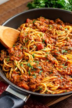 Enjoy a delicious bowl of this homemade low syn Rich Spaghetti bolognese - a firm family favourite. Gluten Free, Dairy Free, Slimming World and Weight Watcher friendly Slimming World Spaghetti Bolognese, Best Spaghetti, Spaghetti Recipes, Healthy Spaghetti Bolognese, Bolognese Pasta, Pasta Recipes, Slimming World Dinners, Slimming Eats, Slimming World Recipes